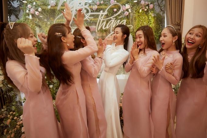 Đông Nhi hạnh phúc bên bố mẹ trong lễ vu quy - 6