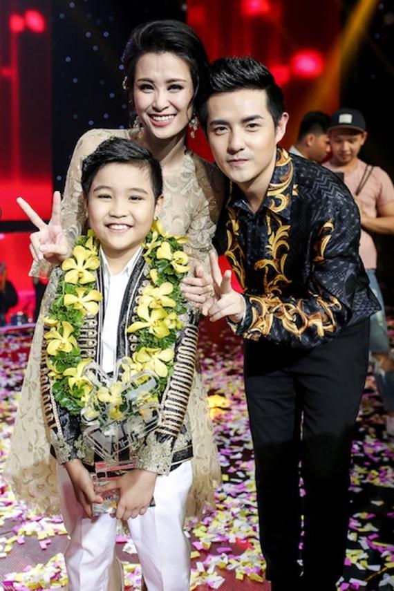 Năm 2016, Đông Nhi - Ông Cao Thắng ngồi ghế huấn luyện viên cuộc thi The Voice Kid và đưa học trò Nhật Minh lên ngôi quán quân. Cùng năm, cô tổ chức liveshow cá nhân đầu tiên sau 8 năm ca hát.