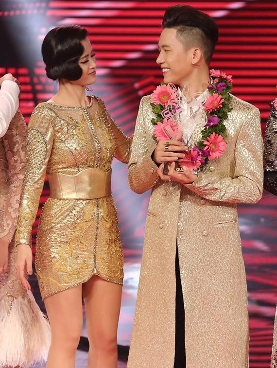 Năm 2017, giọng ca Vì ai vì anh làm huấn luyện viên cuộc thi The Voice. Học trò của nữ ca sĩ - Anh Tú - đoạt giải Á quân. Đông Nhi và bạn trai Ông Cao Thắng cũng thành công khi tham gia đào tạo, quản lý các tài năng ca hát trẻ như: Han Sara, nhóm LipB, nhóm Uni5.