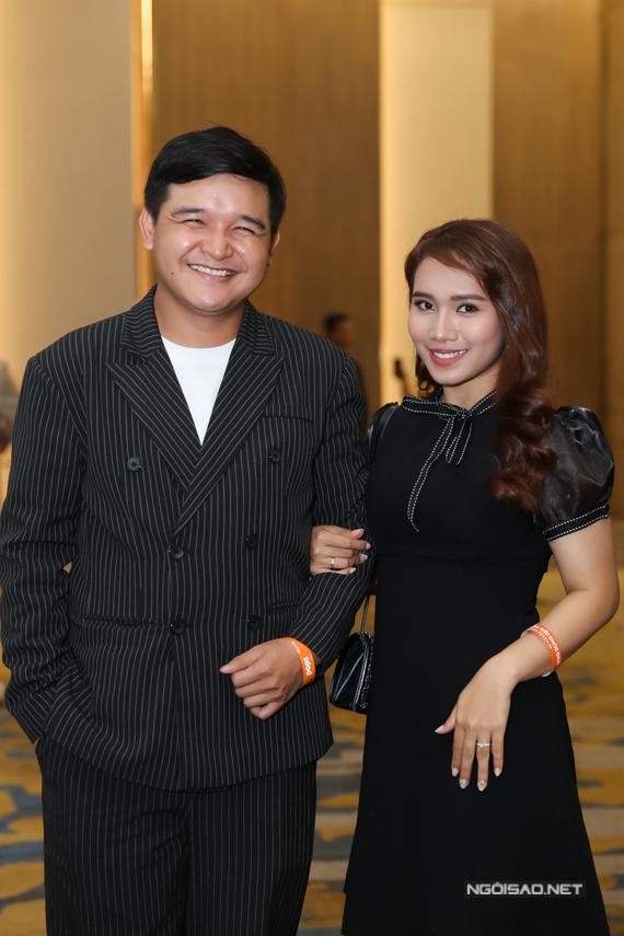 Đạo diễn Võ Thanh Hoà sánh đôi vợ - diễn viên Mai Bảo Ngọc.
