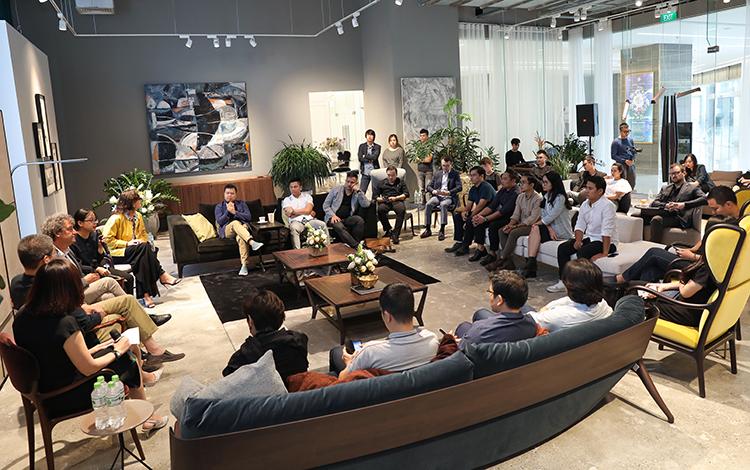 Buổi đàm luận được tổ chức tại Trung tâm Nội thất Bellavita Luxury (quận Hai Bà Trưng, Hà Nội).