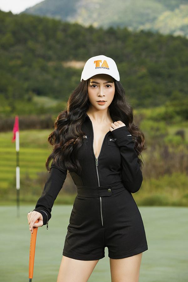 Mỹ Ngọc chia sẻ, thường xuyên luyện golf giúp cô có sức khỏe và làn hơi tốt hơn khi hát. Đây cũng là môn thể thao giúp cô cân bằng cuộc sống mỗi lúc gặp stress. Ngoài chơi golf, cô còn thường xuyên làm MC cho các giải đấu.
