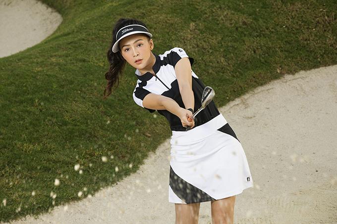 Chất liệu thoải mái là yếu tố hàng đầu khi Mỹ Ngọc chọn trang phục tập golf để tự tin, thoải mái tuyệt đối trong những cú swing.