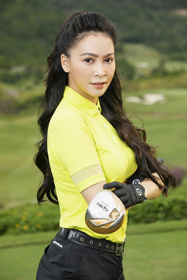 Mỹ Ngọc Bolero dành niềm đam mê đặc biệt cho golf. Cô đã chơi môn thể thao này nhiều năm nay và rất chú ý đầu tư trang phục mỗi khi luyện tập.