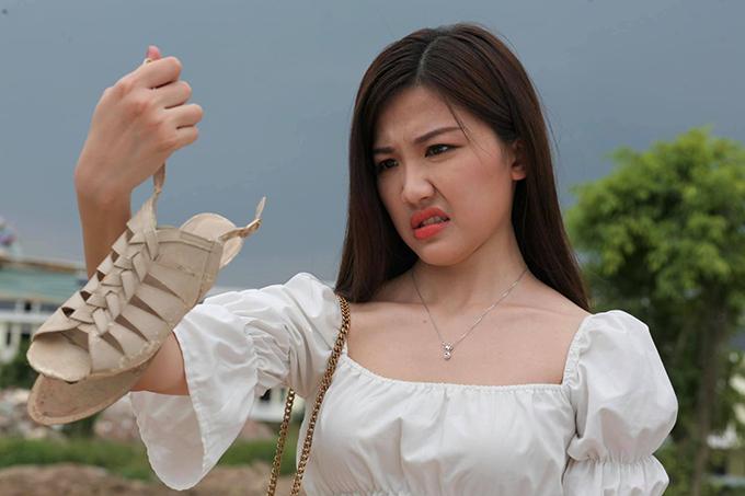 Lương Thanh trong vai Trà của phim Hoa hồng trên ngực trái.