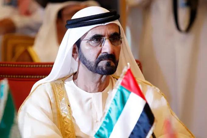 Thủ tướng Các Tiểu vương quốc Arab Thống nhất (UAE) kiêm Tiểu vương của Dubai Mohammed bin Rashid al-Maktoum, 70 tuổilà một trong những người giàu nhất thế giới với khối tài sản 16 tỷ USD. Tiểu vương Mohammed bin Rashid Al Maktoum lên nắm quyền cai trị Dubai, và là Thủ tướng UAE từ năm 2006. Ông là một người hâm mộ cuồng nhiệt của các giải đua ngựa. Vào tháng 9 vừa qua, ông chi đến 16 triệu USD chỉ để mua 10 con ngựa.Ông Mohammed cũng là người sáng lập chuồng ngựa đua lớn nhất Anh Godolphin và là một trong những người giàu nhất thế giới với khối tài sản lên tới 16 tỷ USD.Ảnh: Reuters.