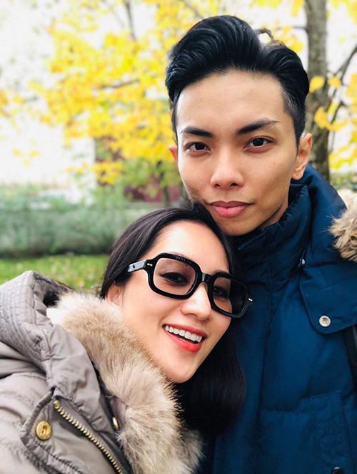 Vợ chồng Khánh Thi - Phan Hiển tình tứ trong chuyến du lịch ở Italy.