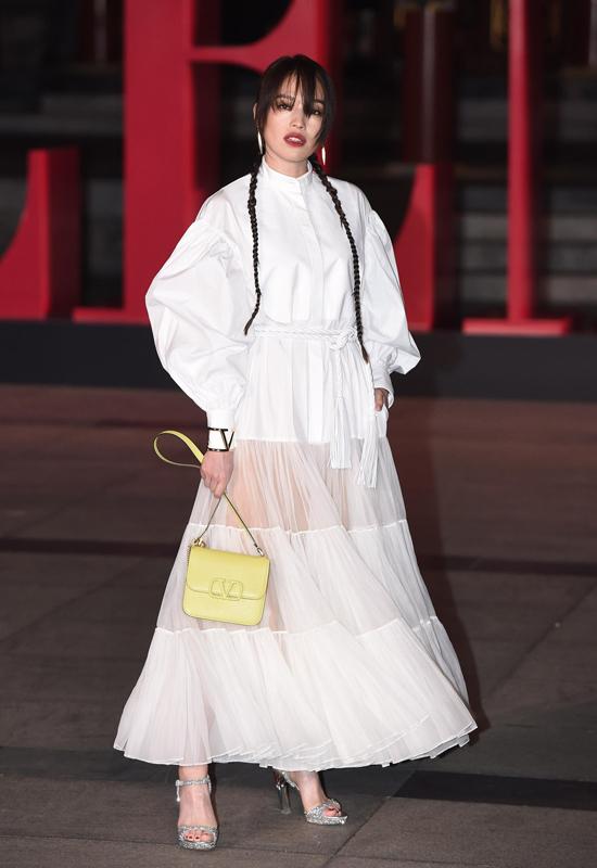 Thư Kỳ dự Valentino Haute Couture Show, sự kiện diễn ra tại Bắc Kinh với sự góp mặt của rất nhiều ngôi sao tên tuổi của Trung Quốc, Hong Kong và Hàn Quốc. Đã lâu không xuất hiện nên sự hiện diện của Thư Kỳ nhận được nhiều sự quan tâm.