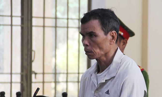 Bị cáo Văn Quý Phương tại phiên sơ thẩm ngày 8/11. Ảnh: Sơn Thủy.