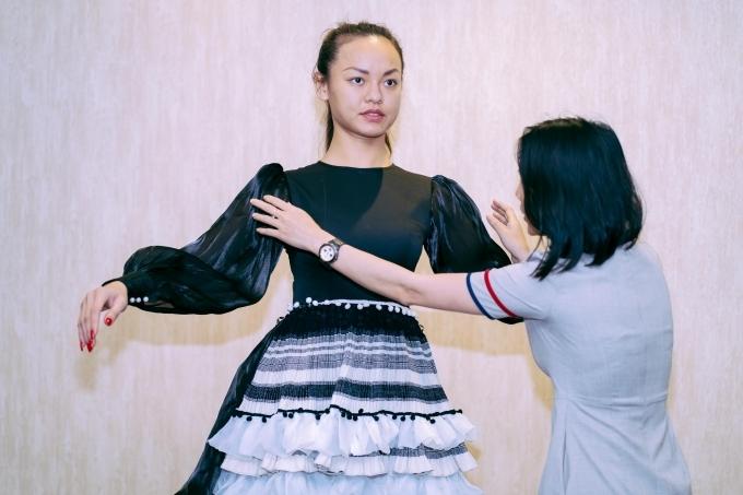 Thời gian qua, cô cũng thử sức diễn xuất qua bộ phim Thạch Thảo, MV Ai rồi cũng sẽ khác của ca sĩ Quang Hà.