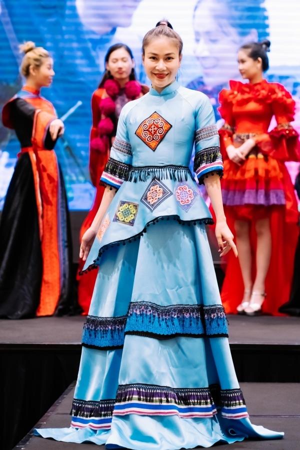 Tuyết Nga từngvào chung kết toàn quốc ở cuộc thi Sao Mai 2017, đăng quang cuộc thi Hoa hậu Áo dài Việt Nam 2019. Hiện cô tiếp tục theo đuổi ca hátvà kinh doanh.