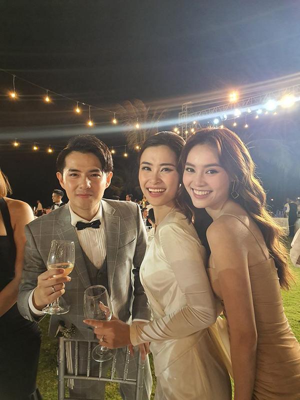 Ninh Dương Lan Ngọc ra Phú Quốc muộn, không kịp dự phần nghi lễ bên bãi biển nhưng vẫn kịp cùng vợ chồng Ông Cao Thắng quẩy hết mình trong đêm tiệc.