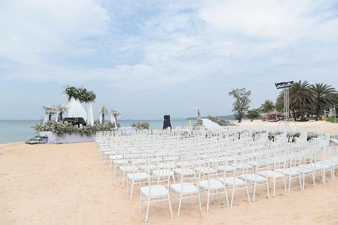 Để chuẩn bị cho hôn lễ của Đông Nhi - Ông Cao Thắng, khoảng 1.000 nhân sự của resort ở Phú Quốc được huy động để chuẩn bị từ cảnh quan, phòng ốc tới hỗ trợ vận chuyển đồ trang trí.