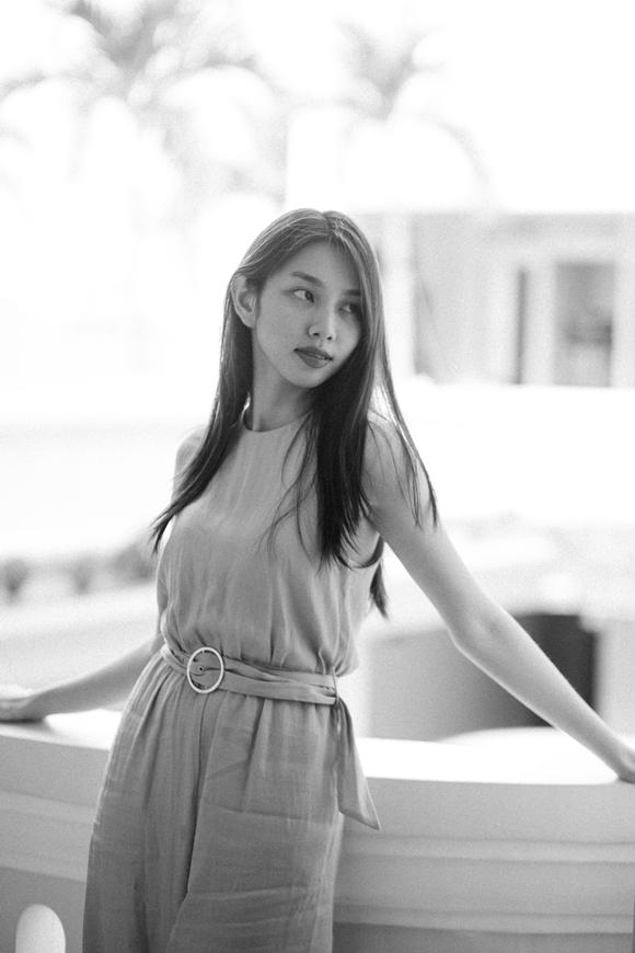Nguyễn Thúc Thùy Tiên lần đầu đi học diễn xuất.