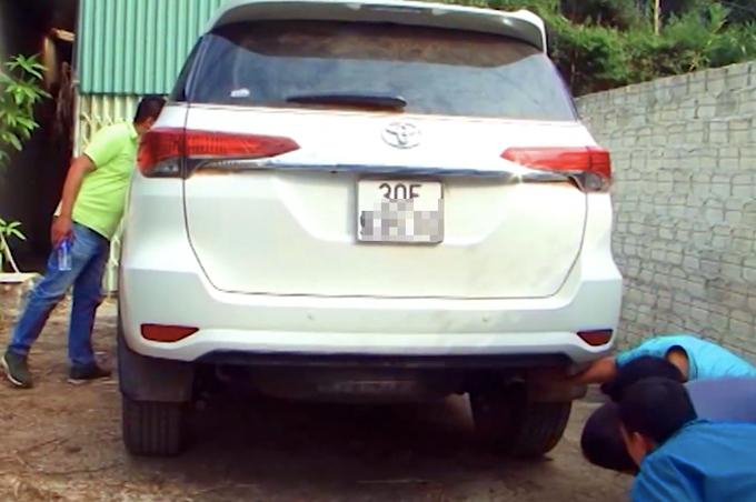 Chiếc xe 7 chỗ chứa heroin bị cảnh sát phát hiện. Ảnh: Công an Điện Biên