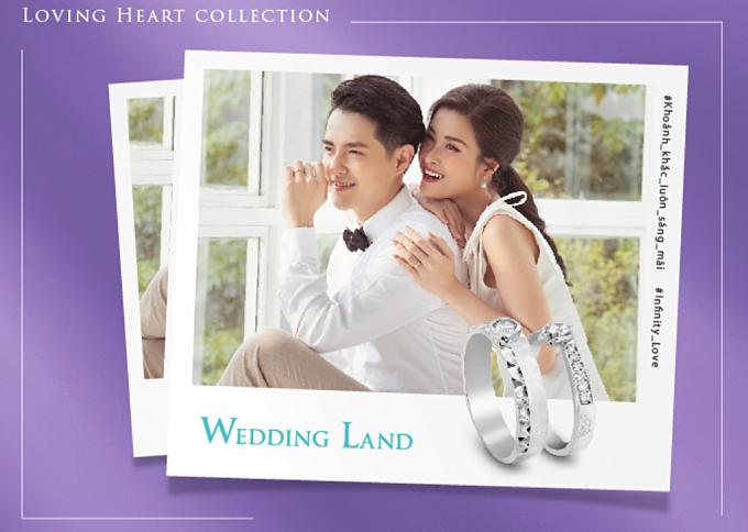 Chiếc nhẫn đặc biệt dành riêng cho cặp đôi lấy cảm hứng từ BST Loving Heart mà Đông Nhi – Ông Cao Thắng thiết kế cùng thương hiệu trang sức Wedding Land và cùng ghi trọn những khoảnh khắc chân thật, giản dị trong bộ hình The moment that shines forever.