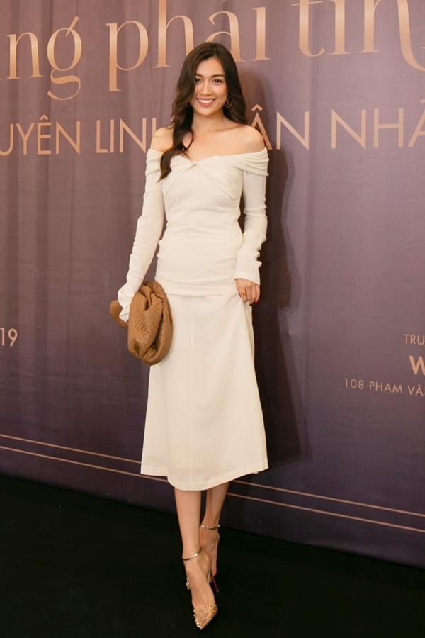 Á hậu Lệ Hằng yêu mến giọng hát của Uyên Linh nên hào hứng đi xem show, ủng hộ đàn chị.