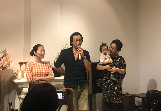 Hà Linh bên chồng, con trong buổi ra mắt album Nàng thơ.