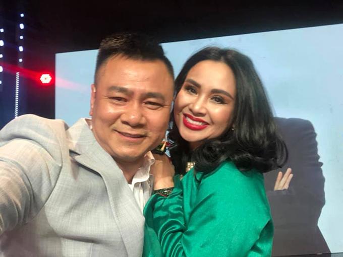 Nghệ sĩ hài Tự Long chia sẻ về diva Thanh Lam: Chị ấy vẫn hát thật hay và thật máu lửa và những ký ức chưa bao giờ kể . Chỉ có trong kí ức vui vẻ mới chia sẻ mà thôi.
