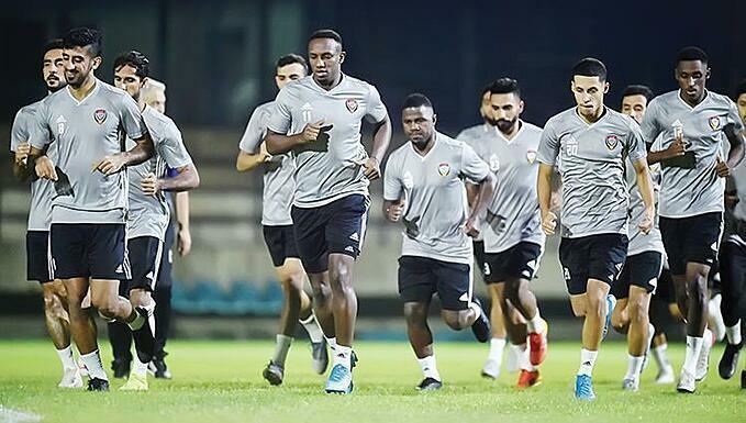 Cầu thủ UAE tập luyện ở Bangkok hôm 10/11.