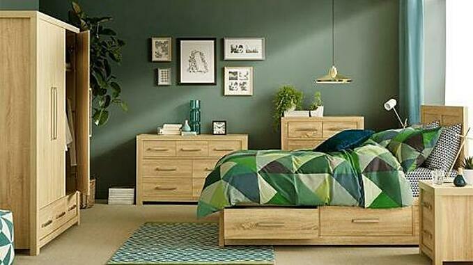 Bộ phòng ngủ gỗ sồi Cuba có màu sắc bắt mắt, sang trọng.