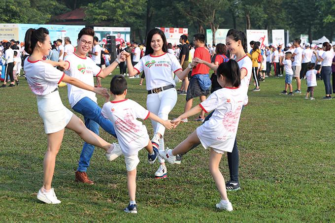 Chạy vì trái tim là hoạt động do Quỹ Nhịp tim Việt Nam tổ chức thường niên từ năm 2013. Chương trình đã gây quỹ được 23 tỷ đồng và giúp đỡ hơn 900 trẻ em nghèo bị dị tật tim bẩm sinh được phẫu thuật miễn phí.