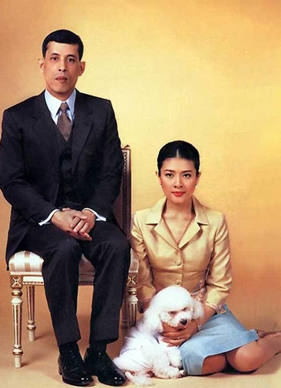 Thái tử Vajiralongkorn và công nương Sujarinee thời mặn nồng. Ảnh: SCMP.