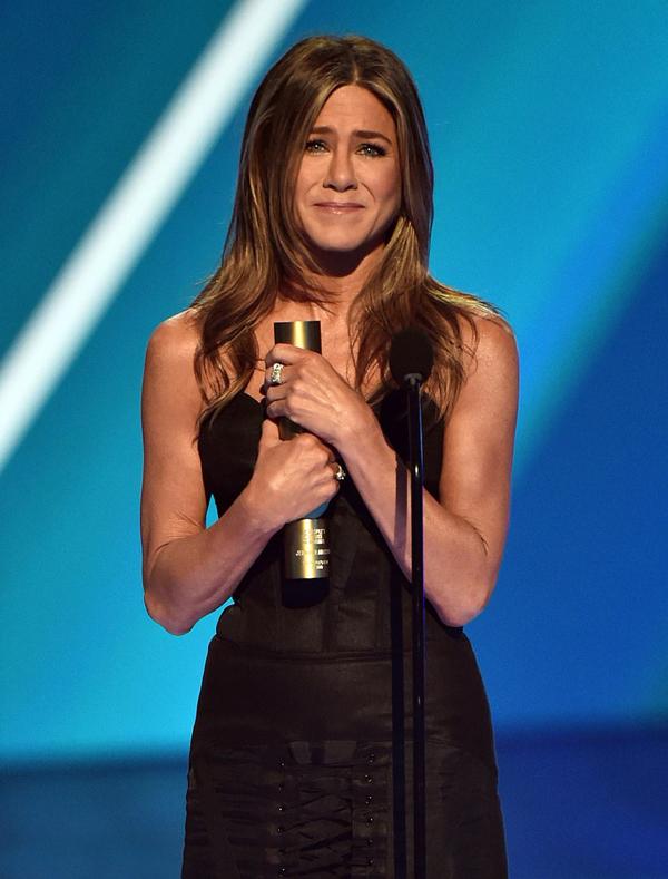 Nữ diễn viên Người bạn vinh danh các đồng nghiệp khi lên nhận giải. Ảnh: NBC.