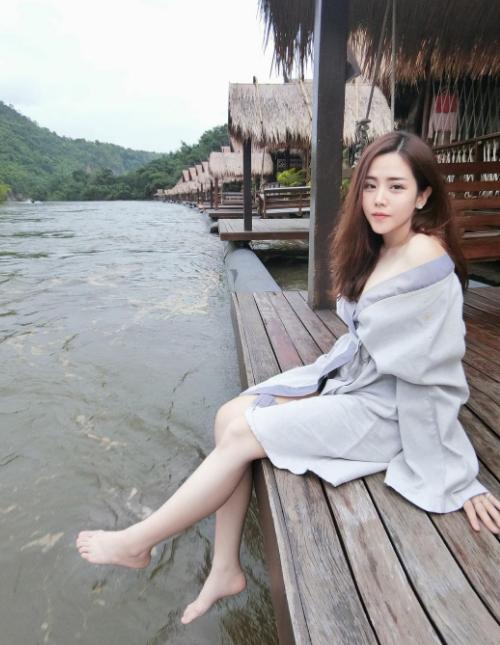 Em gái Ông Cao Thắng mê check in đồ ăn - 4
