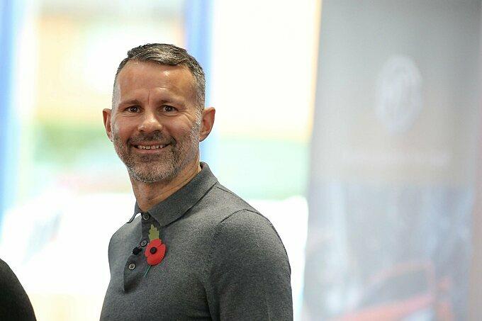 Giggs hơn bạn gái mới 15 tuổi. Anh hiện giữ chức HLV trưởng đội tuyển xứ Wales và cuối năm 2017 từng sang Việt Nam nhận chức Giám đốc Học viện PVF đào tạo các cầu thủ trẻ. Hợp đồng giữa Giggs và PVF chỉ có thời hạn 2 năm.
