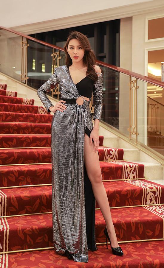 Top 5 Hoa hậu Việt Nam Nguyễn Thúc Thùy Tiên hào hứng khoe bằng tốt nghiệp lớp Diễn xuất.