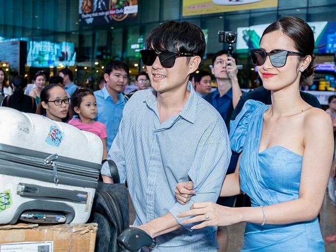 Đông Nhi và Ông Cao Thắng nên duyên vợ chồng hôm 9/11, với hôn lễ được tổ chức trên một bãi biển ở Phú Quốc, đón hoàng hôn lãng mạn. Khoảng 500 khách mời