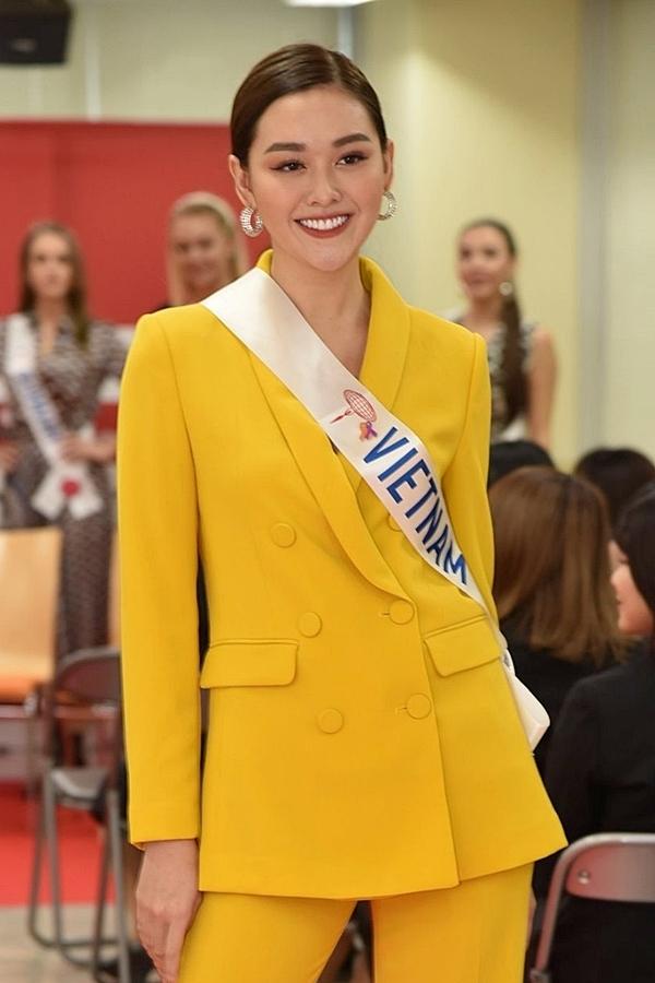 Tường San nhập cuộc khá tự tin. Cô được các chuyên gia Missosology khen ngợi sở hữu nhan sắc ngọt ngào, thanh lịch đúng tiêu chí Miss International.