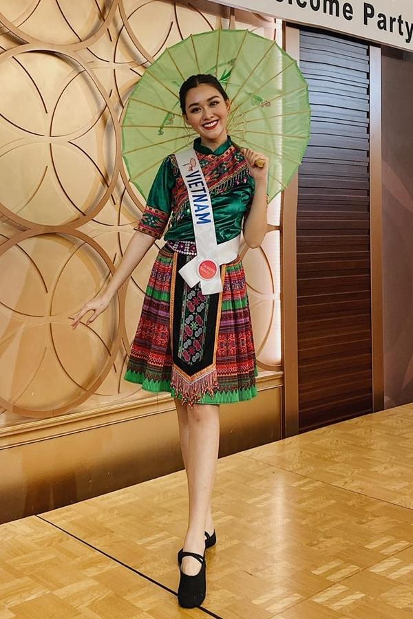 Người đẹp thể hiện tài năng nghệ thuật trong một hoạt động bên lề cuộc thi. Cô nhảy trên nền nhạc Để Mị nói cho mà nghe của ca sĩ Hoàng Thùy Linh.