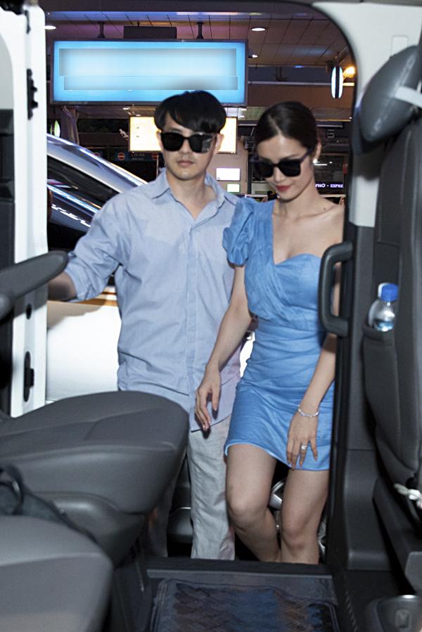 Tối 11/11, đôi vợ chồng Đông Nhi - Ông Cao Thắng ra mắt MV Hôm nay mình cưới ghi lại những khoảnh khắc hạnh phúc của hôn lễ