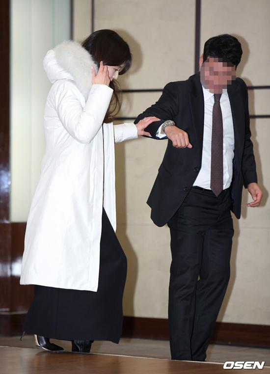 Vóc dáng Jeon Ji Hyun gầy mảnh mai, dù đã sinh hai con.