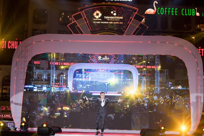 Ngoài Noo Phước Thịnh, sân khấu The Color Queen còn bùng nổ với phần trình diễn âm nhạc sôi động của Producer Mai Hào.