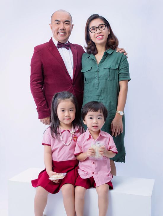 Quốc Thuận kết hôn năm 2014. Vợ chồng anh hiện có hai con đều đang ở tuổi mẫu giáo.
