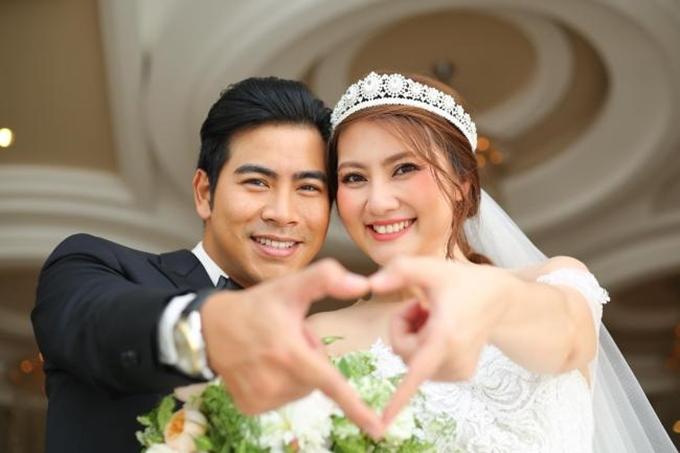 Tháng 7/2016, kiều nữ chính thức lên xe hoa với Thanh Bình. Khán giả mừng cho cô vì tìm thấy bến đỗ sau nhiều cuộc tình dang dở. Đám hỏi và đám cưới của cặp đôi được tổ chức cùng ngày tại TP HCM, hôm 22/7. Diễn viên Hữu Châu đại diện nhà trai tới xin dâu.