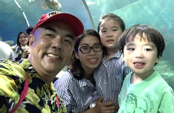 Khi rảnh rỗi Quốc Thuận thường tranh thủ đưa vợ con đi du lịch để hai bé khám phá thiên nhiên và tìm hiểu về cuộc sống.