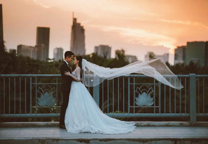 Ảnh cưới màu hiếm hoi trong bộ ảnh mà Tâm Tít chia sẻ với Ngoisao.net. Điều khiến Tâm Tít thấy hạnh phúc mỗi ngày là được ngắm nhìn chồng,hai con trai con trai khỏe mạnh và có được sự bình yên.