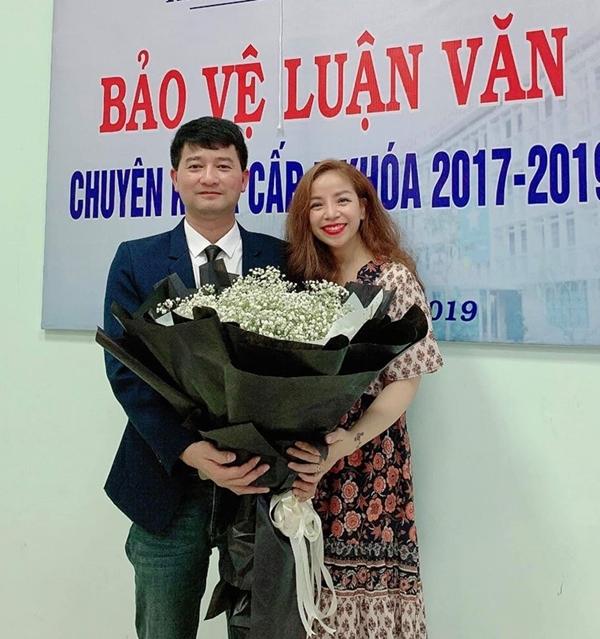Vợ chồng Minh Chuyên sát cánh trong các sự kiện quan trọng.