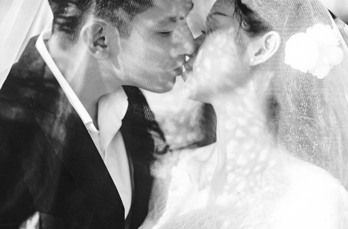 Nhìn ngắm những bức ảnh cưới năm xưa, Tâm Tít cảm thấy những xúc cảm như ùa về, cônhắn nhủ tới chồng: Đợicán mốc 10 năm ngày cưới, vợ chồng mình làm bộ ảnh kỷ niệm chồng nhỉ.