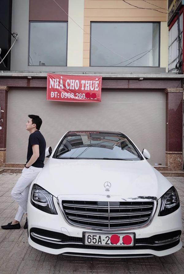 Sau thành công của Về nhà đi con, nam diễn viên tậu xe hơi mới trị giá hơn 5 tỷ đồng. Anh thừa nhận hiệu ứng của bộ phim giúp mình đắt show quảng cáo và thu nhập cũng tăng lên nhiều nhưng không đặt nặng chuyện tiền bạc. Việc mua thêm một chiếc xe với aanh cũng chỉ là để có thêm phương tiện đi lại chứ không phải để thể hiện mình giàu có, khá giả.