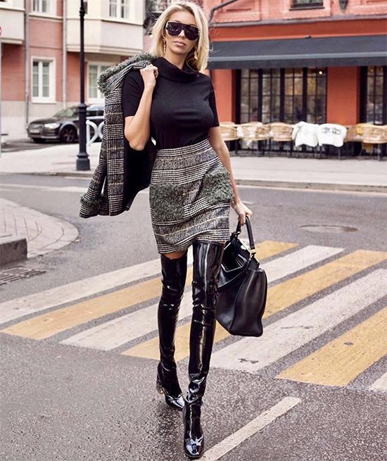 Đối với những bạn gái có đôi chân dài, thon gọn thì bốt cao cổ là phụ kiện giúp họ khoe tối đa lợi thế của hình thể. Ngoài các mẫu quần ôm, váy ngắn cũng là trang phục dễ kết hợp.