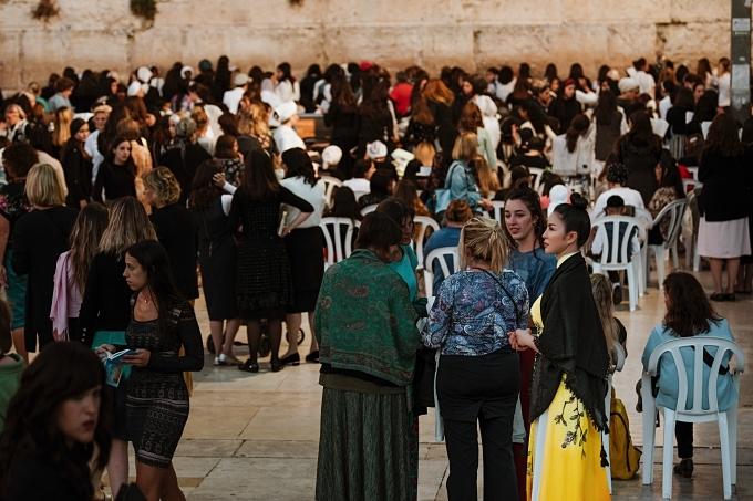 Diễn viên Tình khúc Bạch dương xúc động khi chứng kiến kết nối giữa các thế hệ của người Do Tháitại những nơi công cộng vào dịp cuối tuần, nghỉ lễ. Sự biết ơn nguồn gốc, giữ gìn văn hóa, tôn trọng lễ nghi là điểm chung trong nét đẹp văn hóa của Israel lẫn Việt Nam