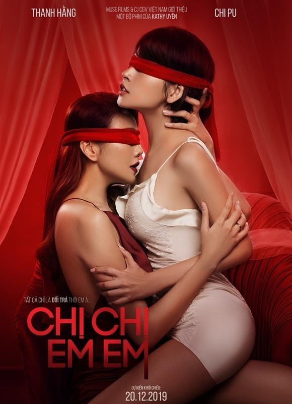 Poster với khoảnh khắc nhạy cảm giữa hai nữ chính.