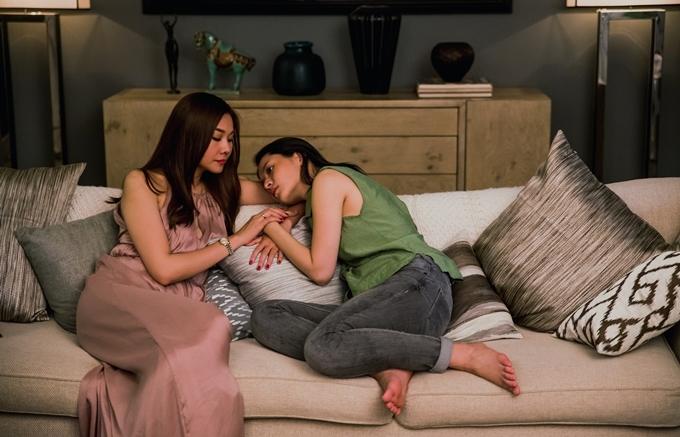 Thanh Hằng và Chi Pu có nhiều cảnh gần gũi trong phim.
