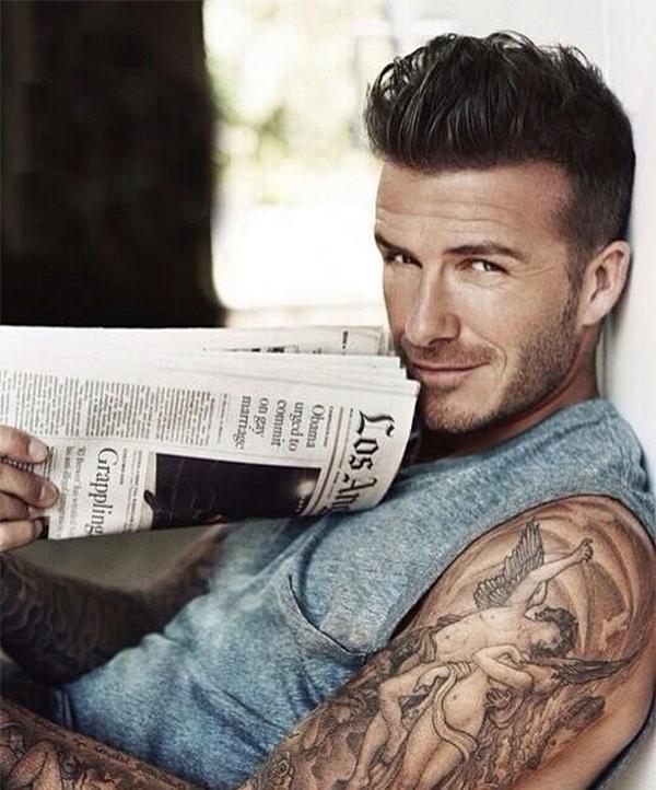 Cầu thủ David Beckham chiếm ngôi vị này vào năm 2015. Tuy nhiên, ông xã của Victoria khiêm tốn nói: Tôi chưa bao giờ cảm thấy mình là một người sexy, cuốn hút. Trong khi đó, Victoria lại rất thích thú với danh hiệu mới của chồng.