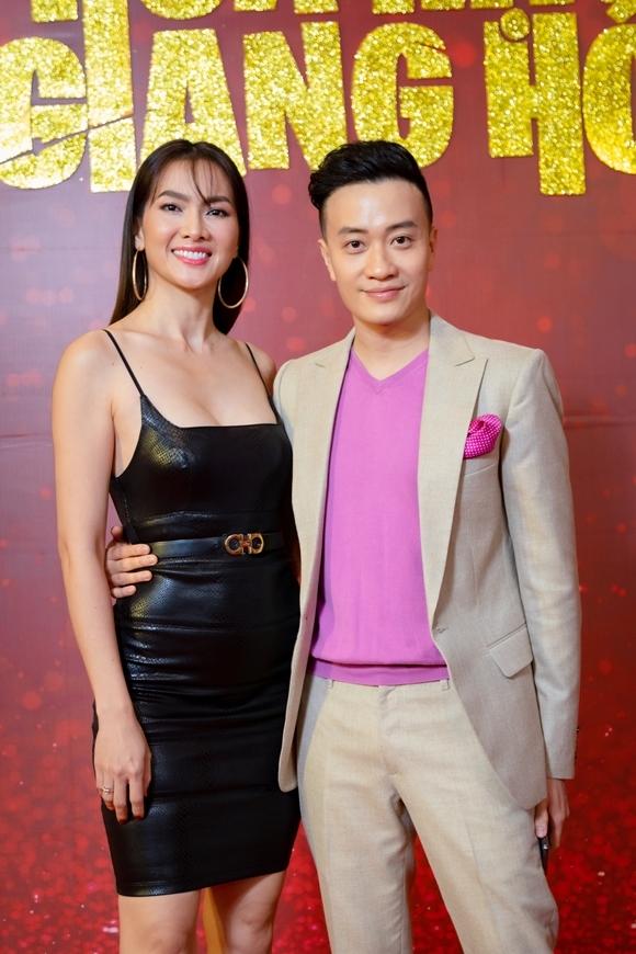 Lương Mạnh Hải ôm eo Anh Thư - người yêu màn ảnh của anh trong phim Tuyết nhiệt đới 13 năm trước.